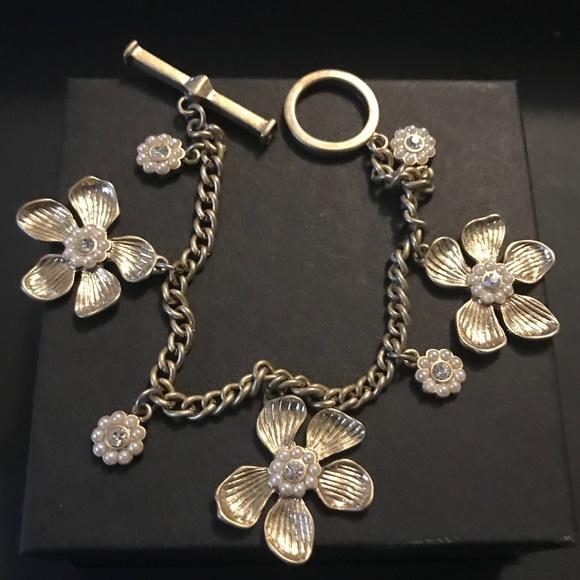 Ann Taylor Jewelry - Gold Flower Bracelet